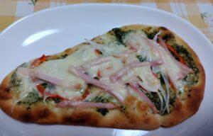 ジェノベーゼソースのナンピザ